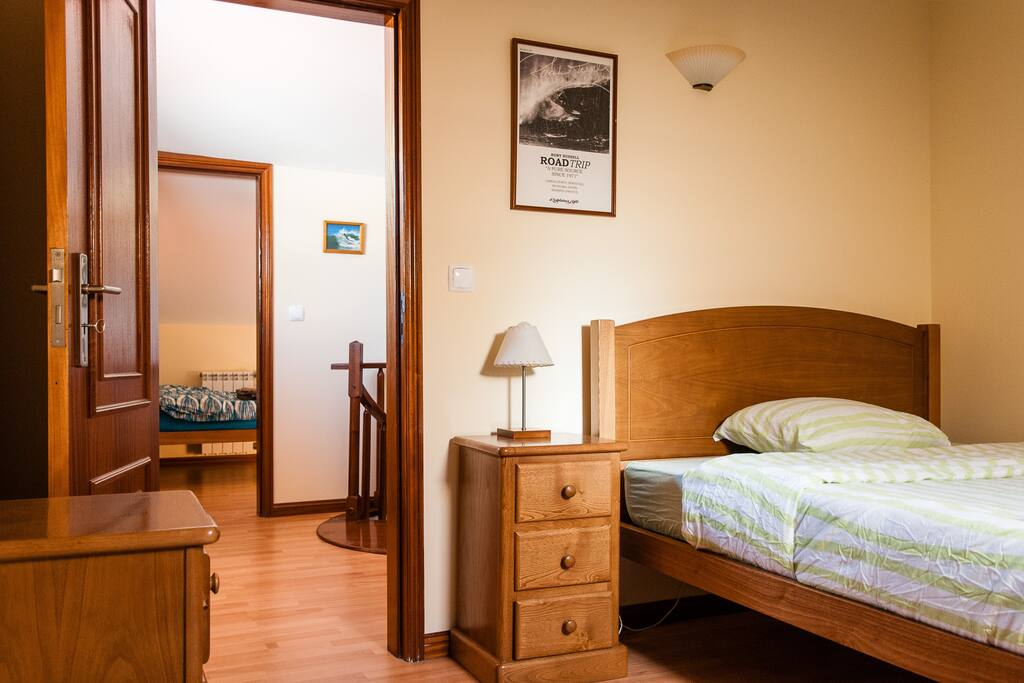 Private room offers all the comfort, space and privacy that you need. Come and visit Surfers Camp in Porto | Esmoriz