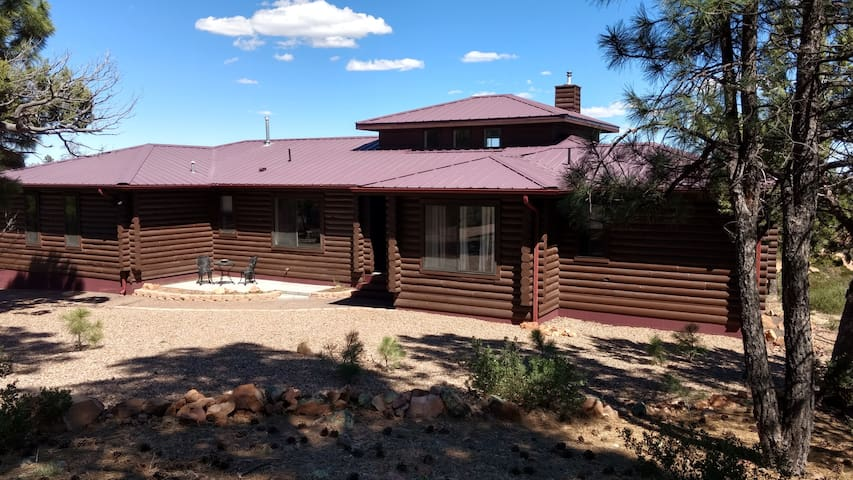 RDR Log Home with Mountain Views in the Pines - Show Low - Holiday home
