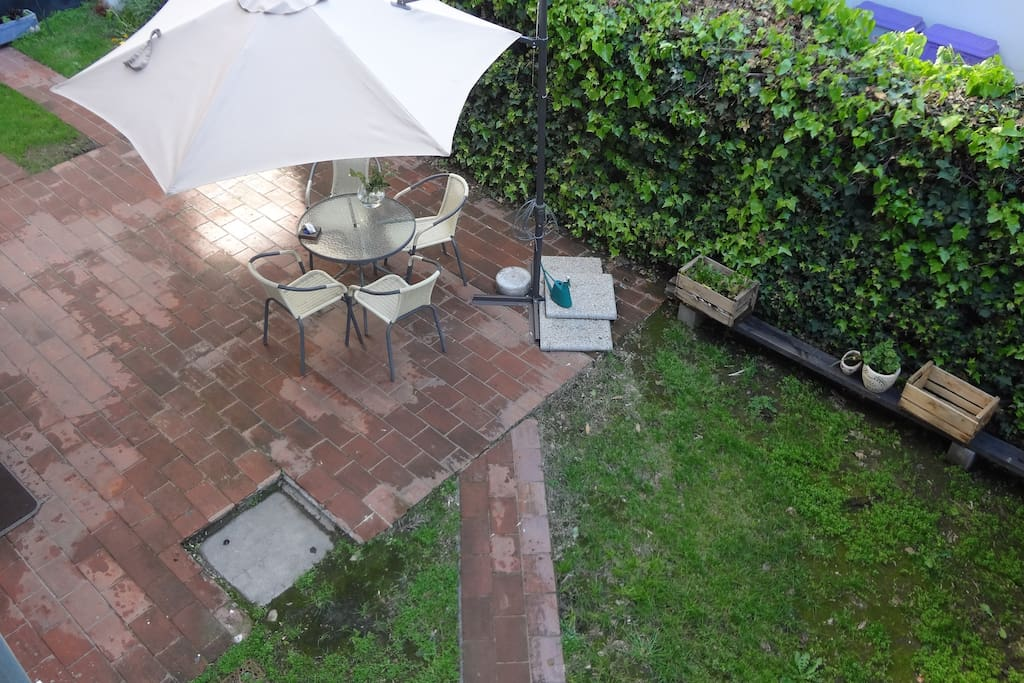 Nice backyard, great for BBQs, reading, chill out.