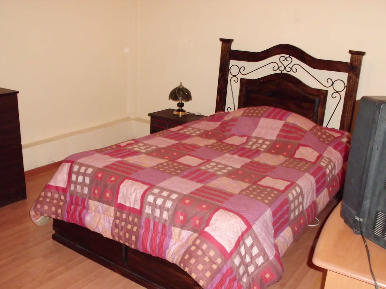 FOR RENT SIMPLE ROOM WITH BATHROOM