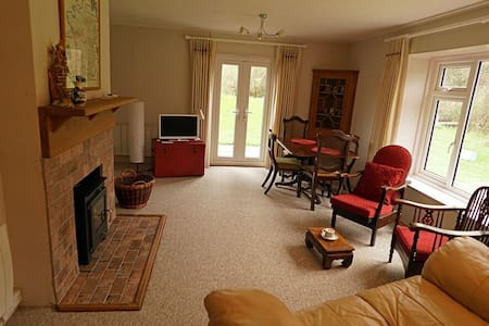 Secluded Dorset cottage, sleeps 4 - Sherborne - Bungalov