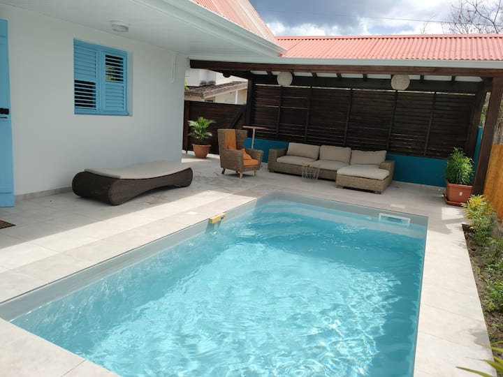 La Maison Bleue piscine au Carbet Martinique