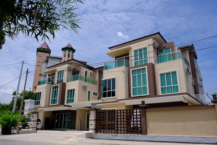 OK Family Villa-Two Bungalow-27 rooms-65 PAX