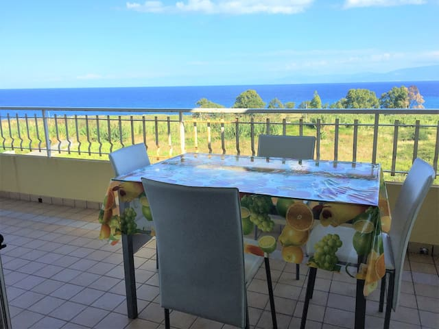 Apartment with sea view and WiFi TROPEA - Sant'Irene-torre Vecchia - บ้านพักตากอากาศ