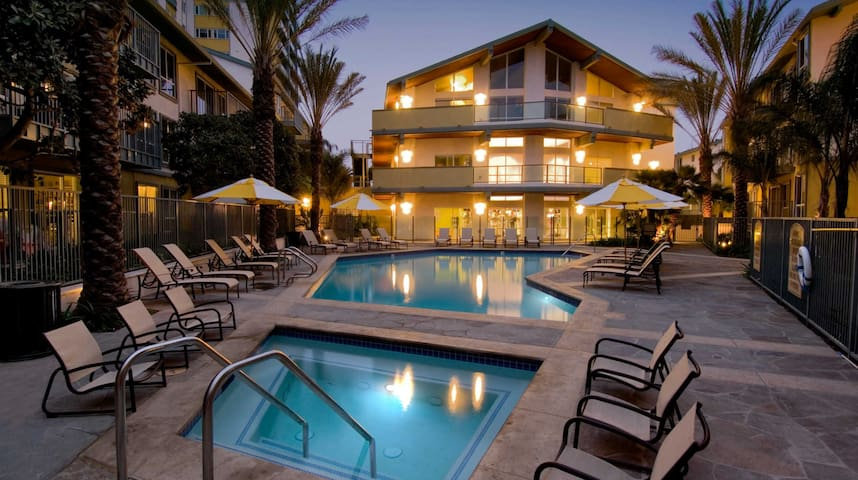 Full 2 Bedroom Apartment in Marina Del Rey