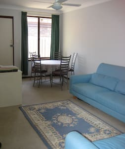Garden Flat 1 week minimum stay - Balcatta - Apartment
