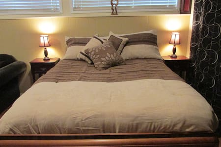 Quiet self contained suite for 1-2 - North Vancouver - Hus