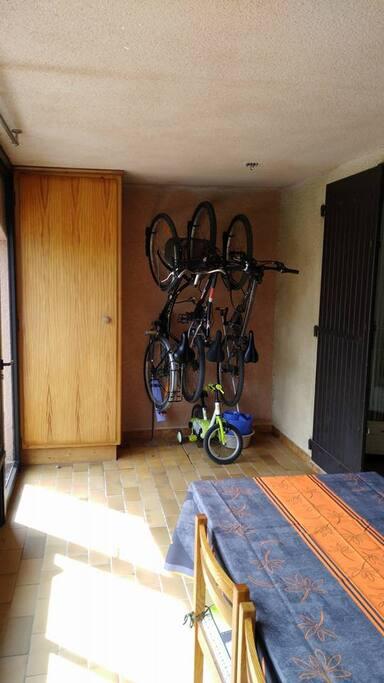 Entrée Terrasse 1, vélos