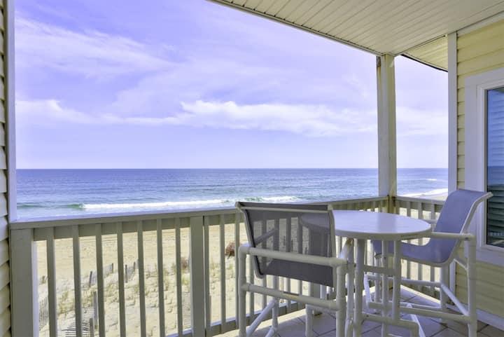 SC5B Surfers Watch * Oceanfront * Community Pool * Walk to shops & restaurants