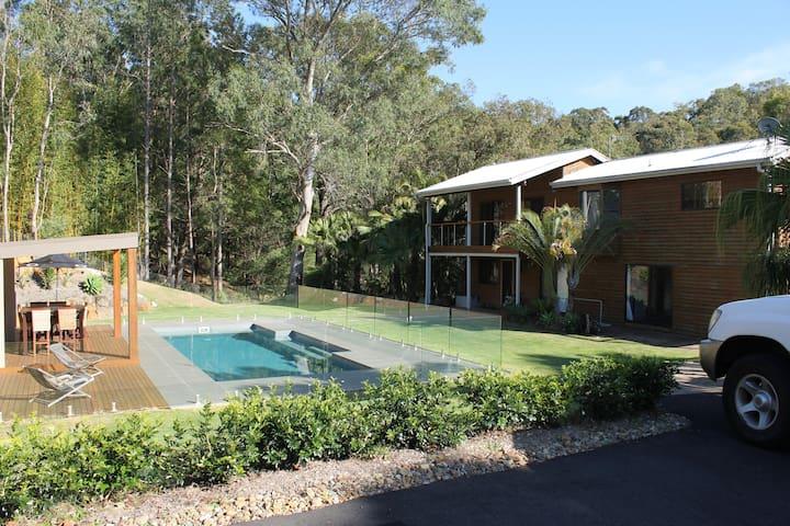 Bush Resort setting 6kms to Beach - Currumbin Waters - House