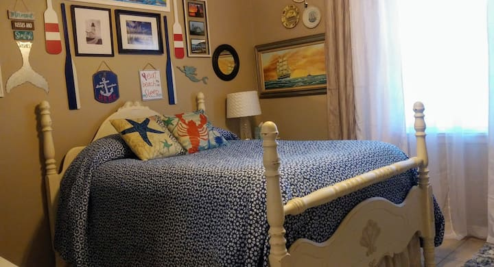 Nautical Room: Comfortable!