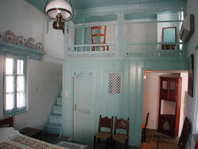 Kochylia trad. house 5 -gray bleu