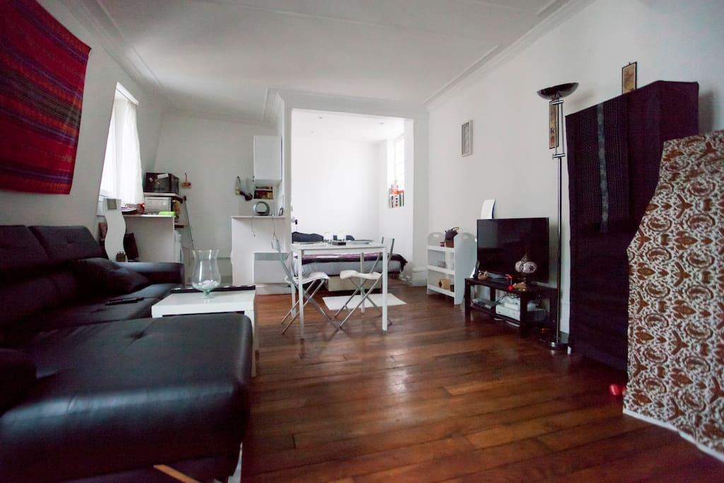 amazing studio in central paris apartments for rent in paris le de france france. Black Bedroom Furniture Sets. Home Design Ideas