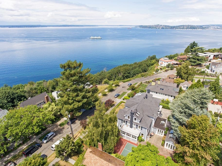 North Admiral Mansion. Spectacular Views.
