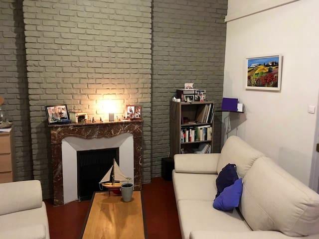 Grande chambre dans lumineux appartement