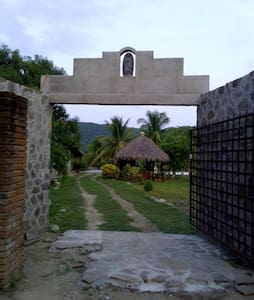 Surfers hut Rancho Limon - Barra de la Cruz - (ukendt)