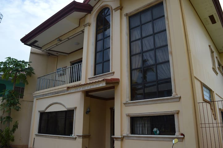 3 Bedrooms, 4 bath house for rent - Cebu City - Rumah