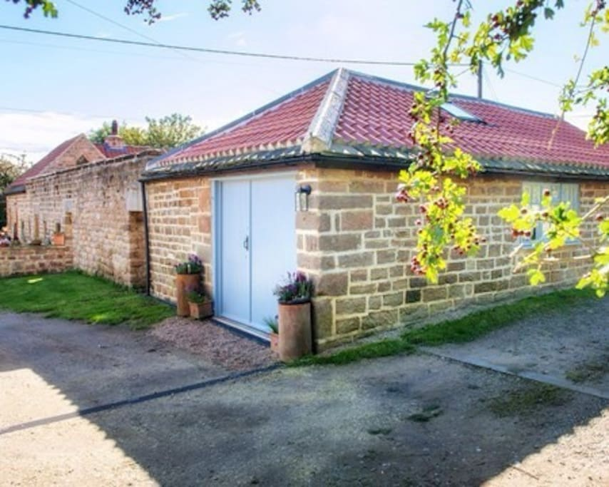 Converted blacksmiths set in the ancient hamlet of Plompton