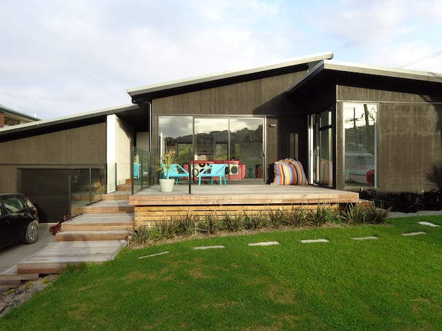 Contemporary living by the sea. - Christchurch - House