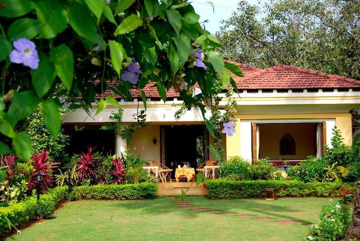 Siesta-3-Bedroom Riverfront Villa 5-min from beach