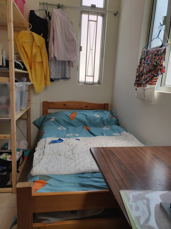 Cheap, clean, cozy and well connected apartmemt