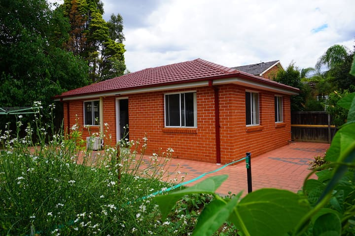 entire 3bedroom granny house+city bus@doorstep - Cherrybrook