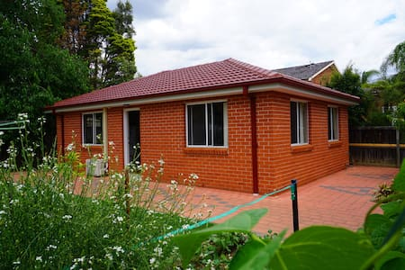 entire 3bedroom granny house+city bus@doorstep - Cherrybrook - Bed & Breakfast