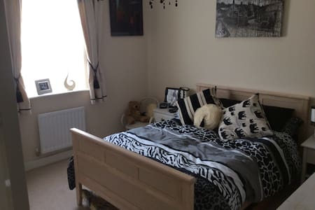 Comfortable double room and ensuite - Bruton - Casa