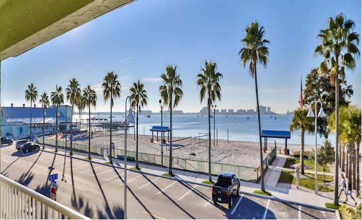 Beachfront Condo in the heart of Gulfport