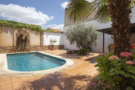 Casa rurale con patio, barbecue e piscina privata