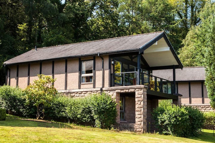 FAMILY HOLIDAY FOR 6 - STUNNING CAMERON LODGES