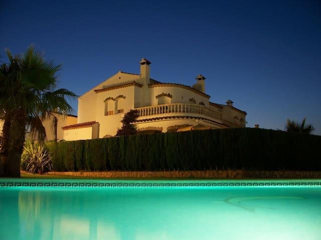 Ferien in Spanien geniessen - Miami Platja - Villa