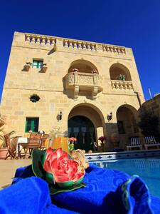 """Ta' Annie farmhouse,"" 4  bedrooms - Xewkija gozo  - Willa"