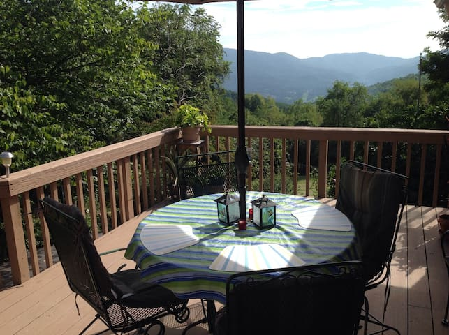 Amazing view 2 bdrm-2 miles from VT - Blacksburg - Hus