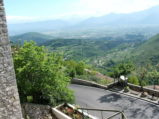 Casa Verde - 2 Bed House - An hour south of Rome - Fumone - Rumah
