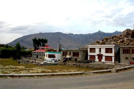 Warmth & Care in Ethereal Zanskar - Padum - Maison