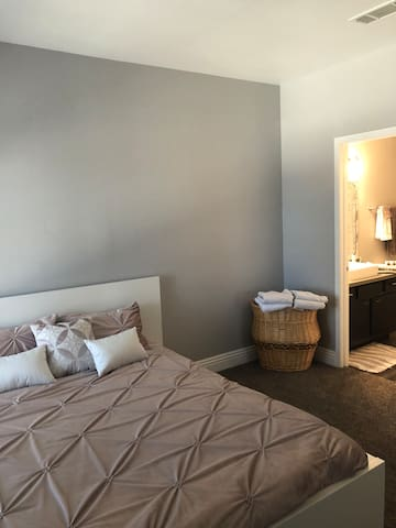 Comfy room near airport and Las Vegas Strip