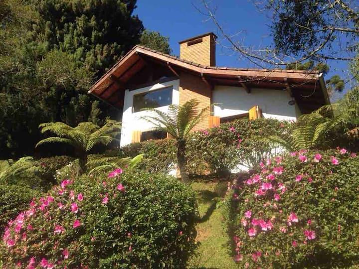 Linda casa, excelente localização em Monte Verde