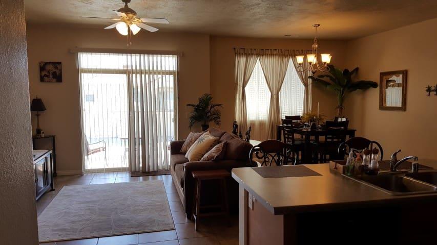 *NO GUEST SERVICE FEE* 2 Bedroom condo in Mesquite #434