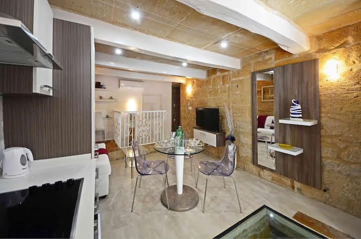 Central Valletta Apartment