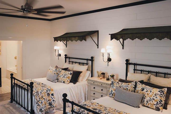 Charolais Bedroom- 2 Queen beds