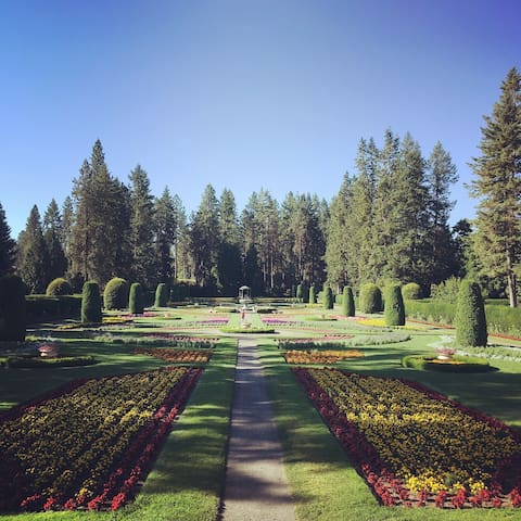 The beautiful Duncan Gardens in the summer are just a block away from the house