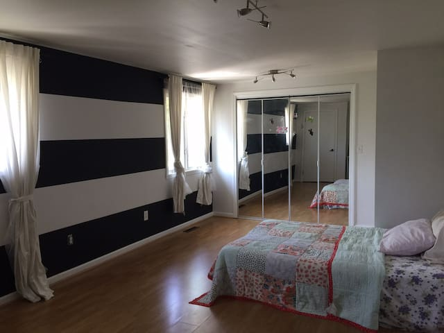 Spacious room near Yale/UNH/NYC - West Haven