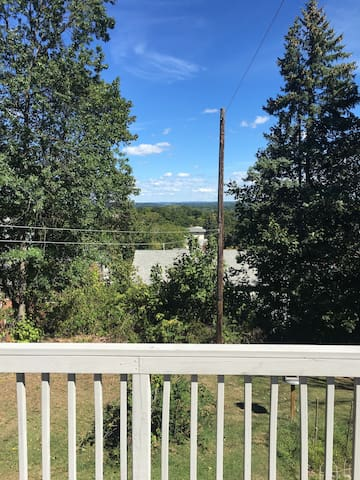 Beautiful Porch View - New Britain - Apartment