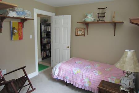 Pet-Friendly, Spacious, In-law Basement Suite - Hammonds Plains - Rumah