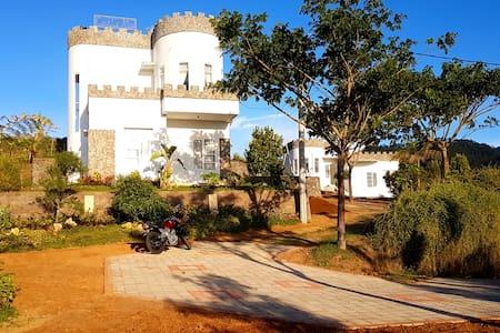 Villa Castle Aira