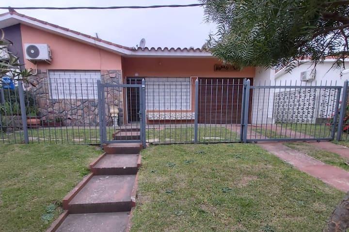 Amplia casa en alquiler en Atlántida