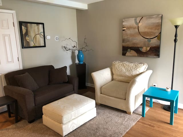 Terrific 1 bed, 1 bath in Central Columbia