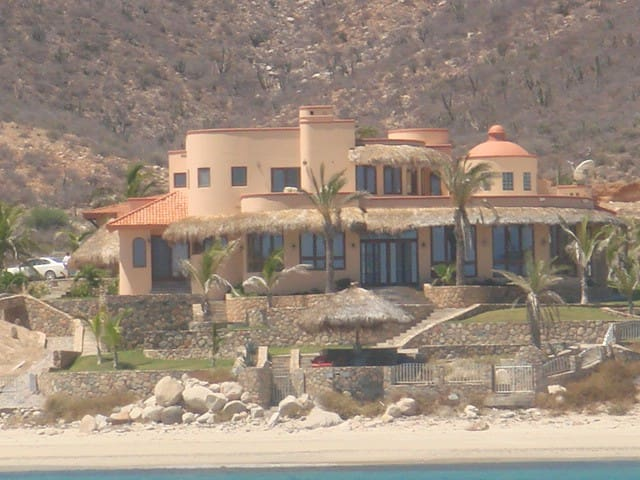Mansion with guesthouse on  secluded beach