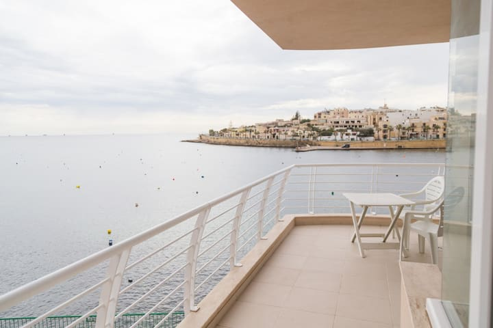 New - Sea Front Apartment| Views - Wifi - Sleeps 6 - Marsaskala - Flat